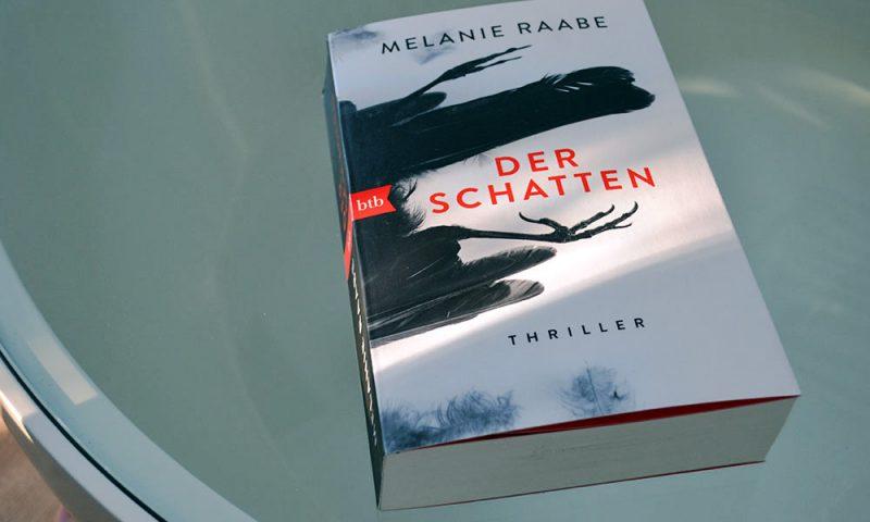 Books: Der Schatten | Melanie Raabe - Der Schatten 800x480