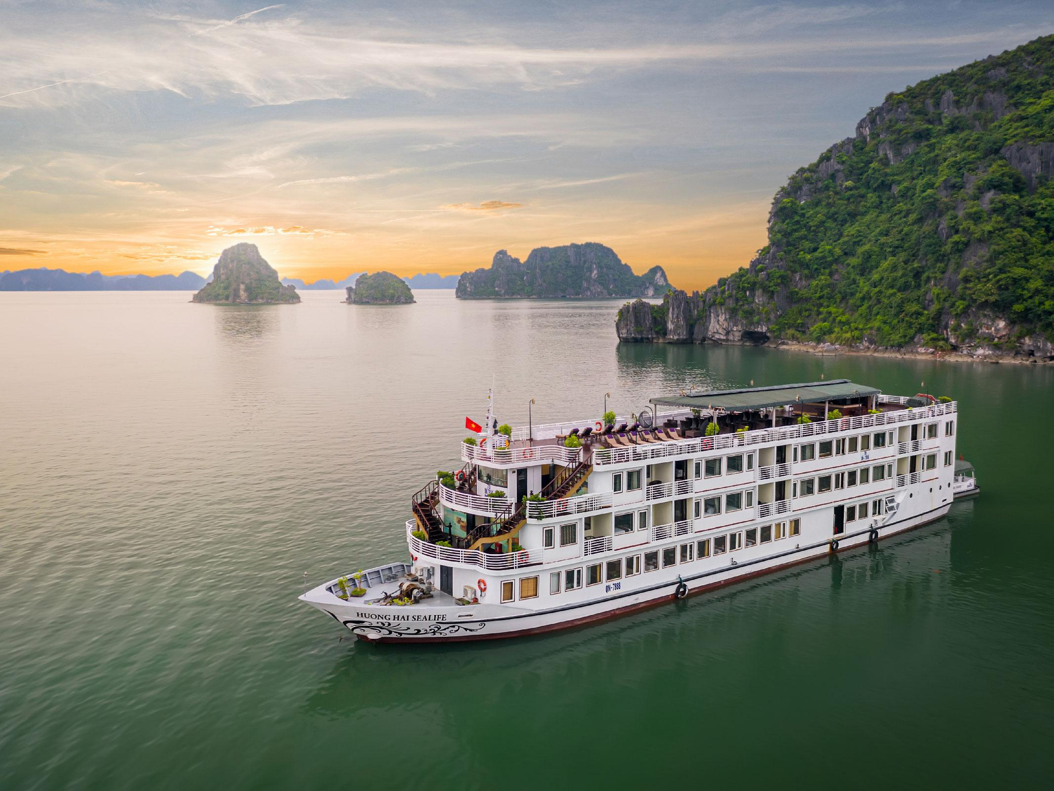 2D1N-Discovering Halong Bay and Bai Tu Long Bay with Huong Hai Sealife