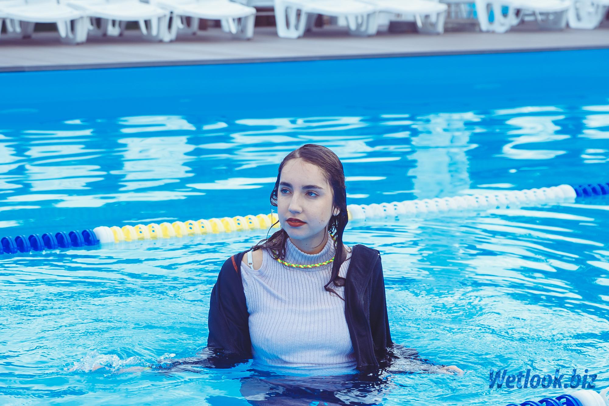 Wetlook girl Emmy Set 6 in Pool Photo and Video - WetLook.Biz