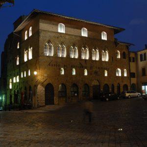 Illuminazione-artistica-C.R.Volterra-P.zza-dei-Priori-VOLTERRA