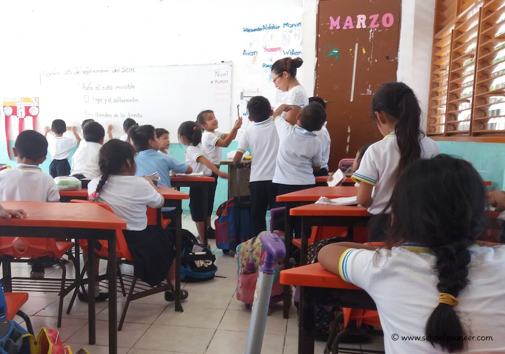 Niedriger-Betreuungsschlüssel-Grundschule-Mexiko-Klassenzimmer