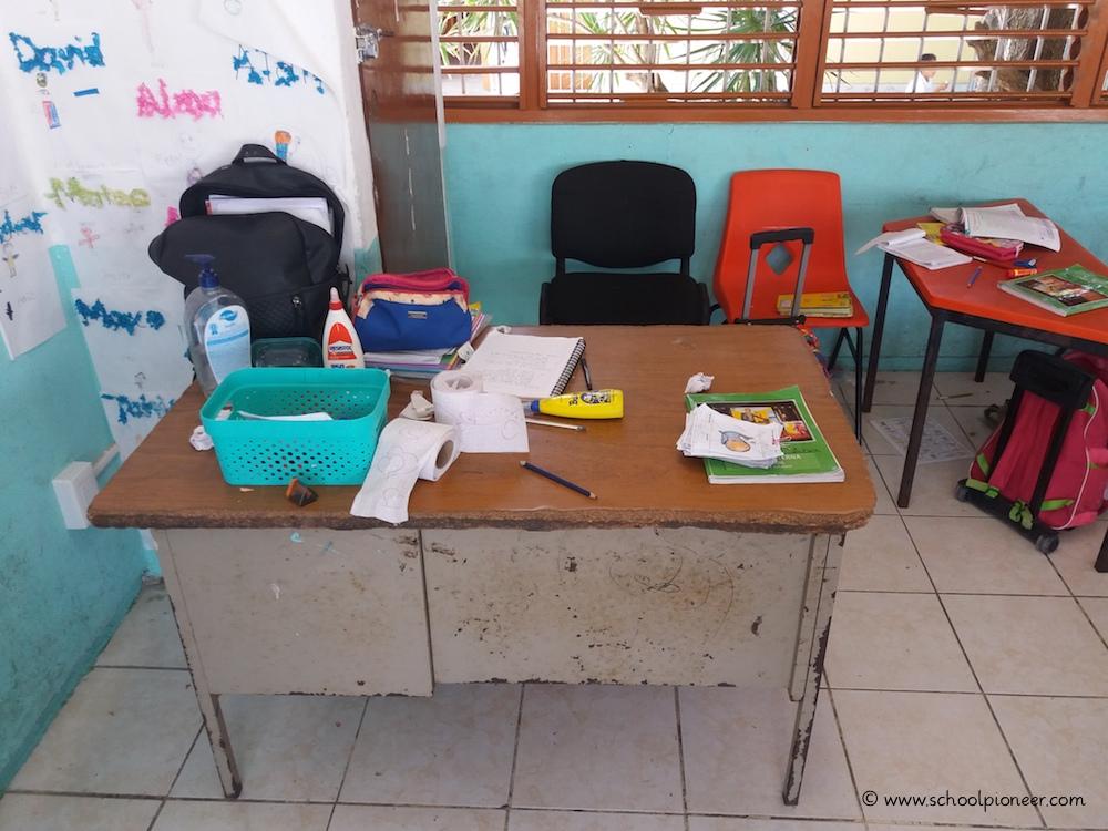Lehrerpult-Grundschule-Mexiko