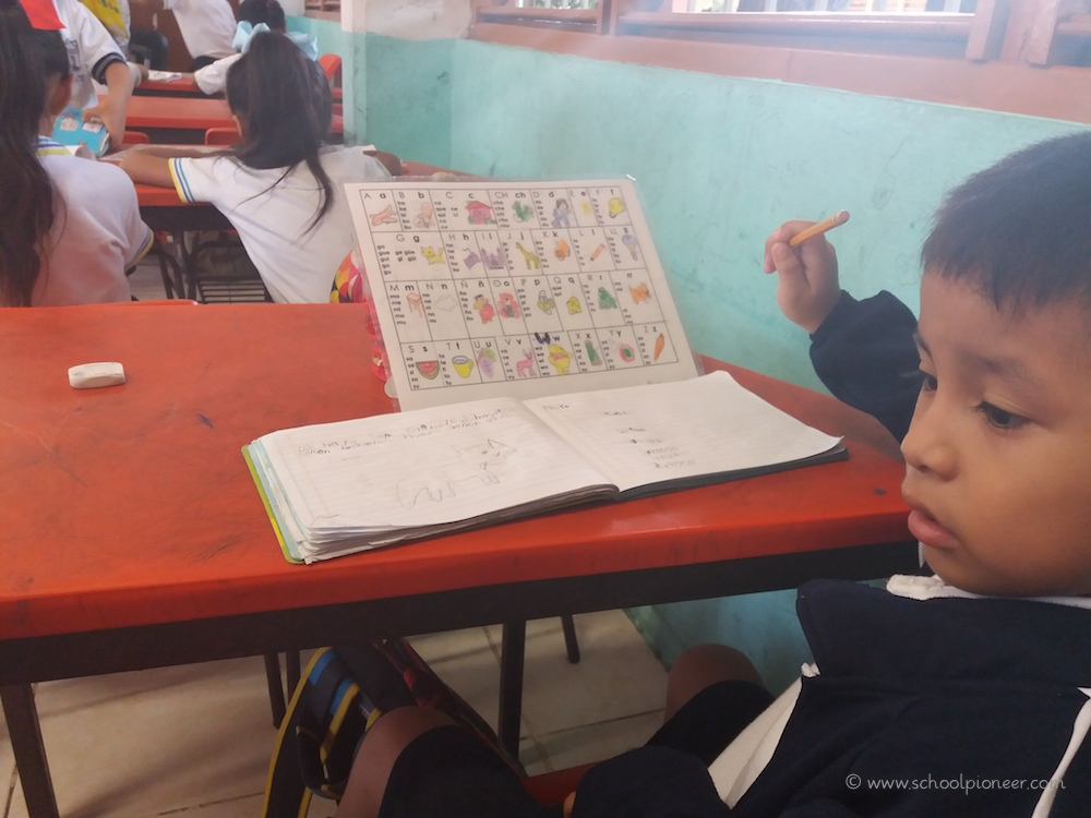 Diktat-Erste-Klasse-Grundschule-Mexiko