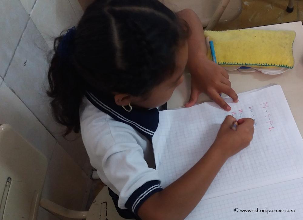 Abschreiben-Spanischunterricht-Grundschule-Privatschule-Mexiko