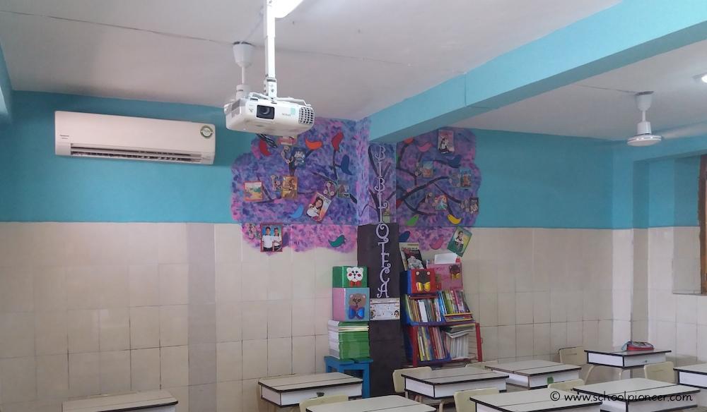 Gute-technische-schlechte-räumliche-Ausstattung-Grundschule-Mexiko