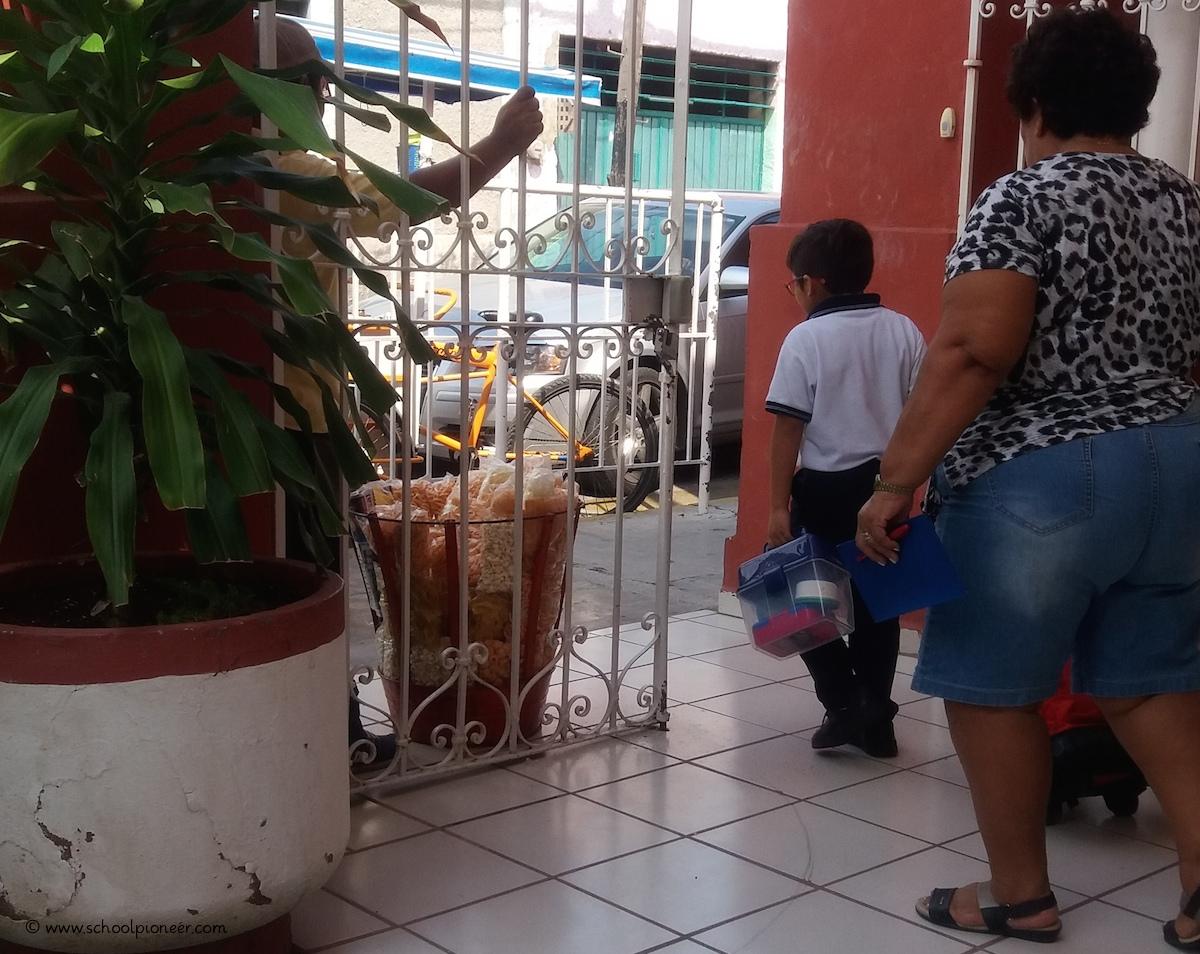 Unterrichtsende-Grundschule-Privatschule-Mexiko