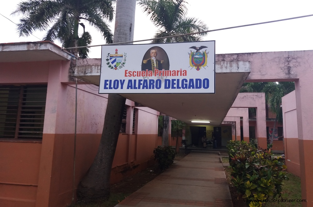 Eingangsbereich-Grundschule-Kuba