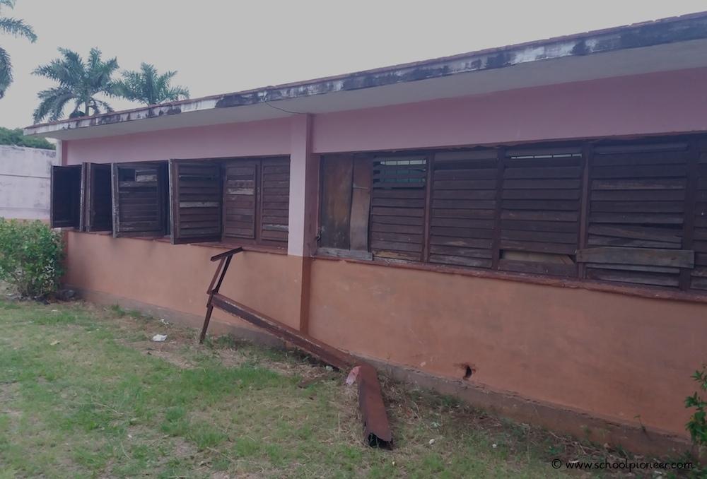 Marodes-Schulgebäude-Grundschule-Kuba