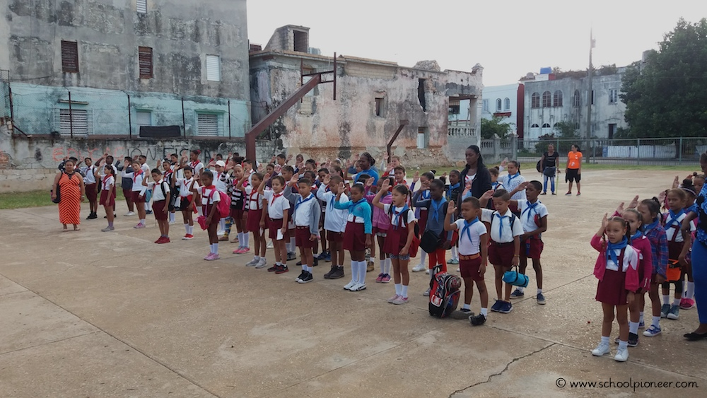 Schulbeginn-Nationalhymne-Schulhof-Kuba