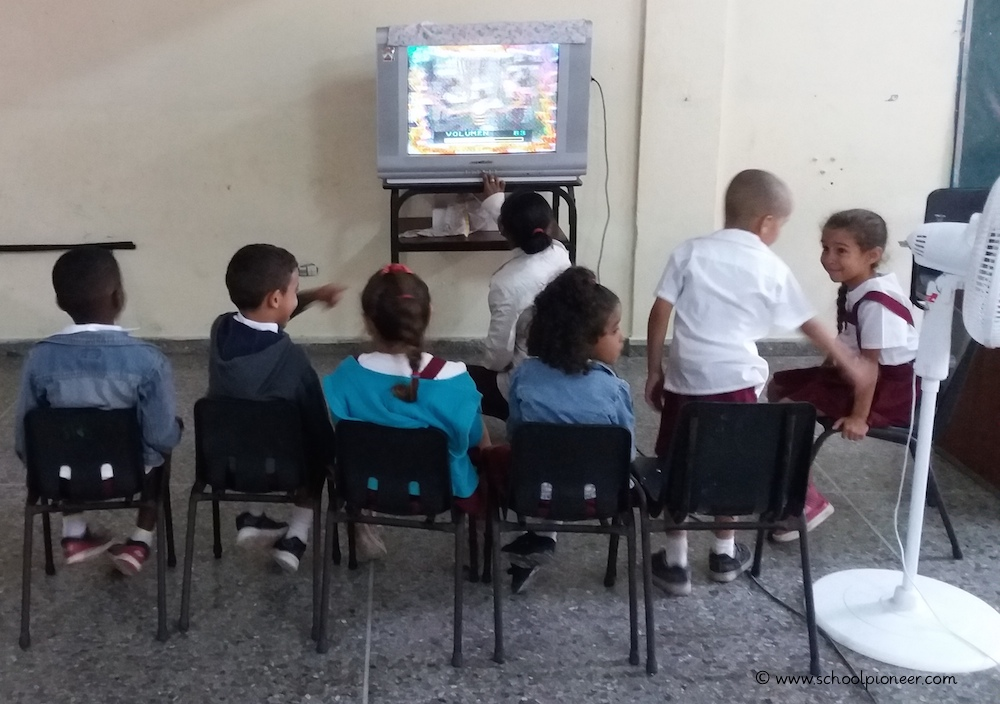 Bildungskanal-Kuba-Grundschule-Klassenzimmer