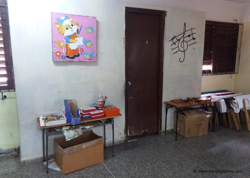 Klassenzimmer-Ausstattung-Grundschule-Kuba