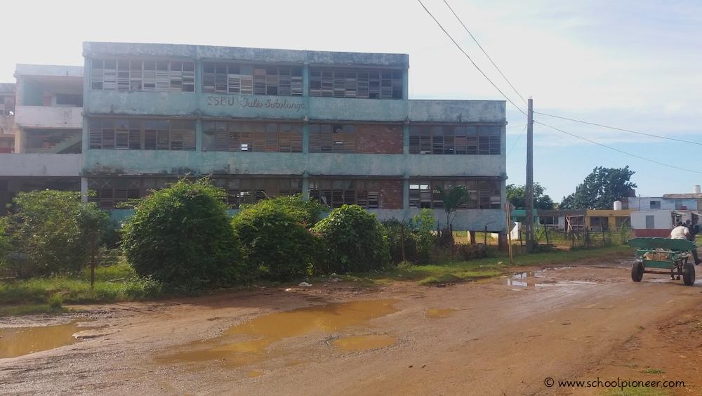 Marode-Sekundarschule-Trinidad-Kuba