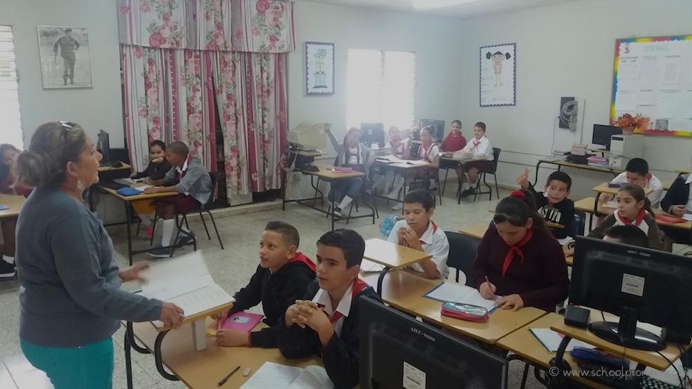 Computerunterricht-Computerraum-Grundschule-Kuba