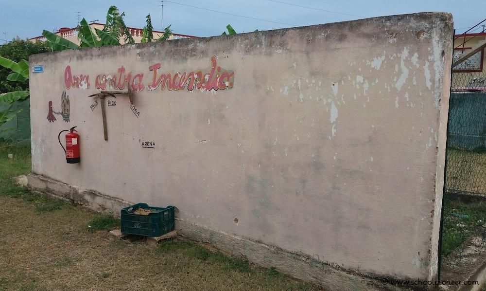 Material-zur-Brandbekämpfung-Kuba-Grundschule