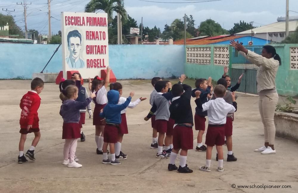 Warming-up-Preescolar-Gruppe-Kuba-Grundschule