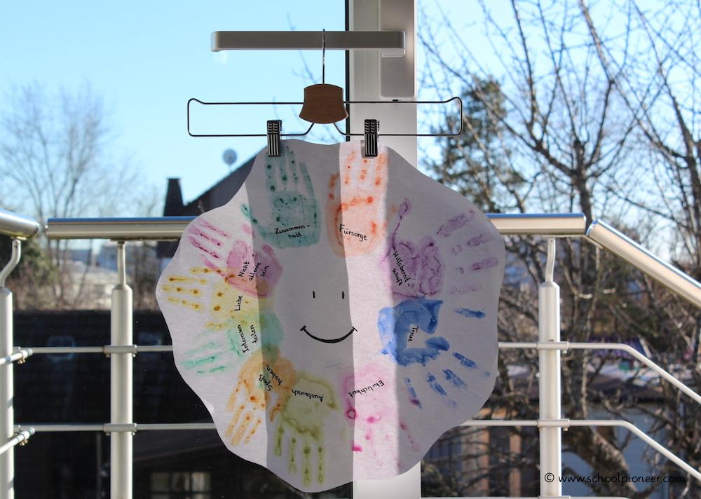 Klemmkleiderbügel-Präsentation-Schülerarbeiten-Grundschule-schoolpioneer-Unterrichtsmaterial