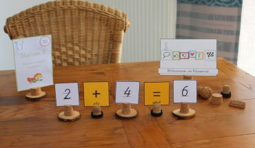 DIY-Karten-Fotohalter-aus-Flaschenkorken-Grundschule-Unterrichtsmaterial-Unterrichtsideen
