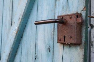 door-825601_1280