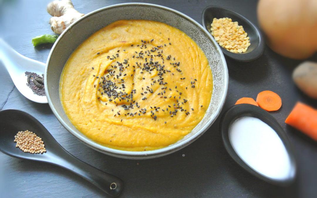 Kürbis-Linsensuppe mit schwarzem Sesam