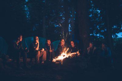 Storytelling-Einsteiger-Lagerfeuer-Geschichten-erzählen