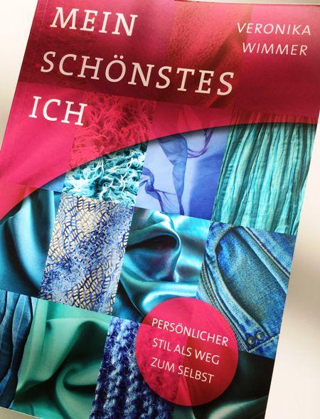 """""""Mein schönstes Ich"""" heißt der Stil-Ratgeber von Veronika Wimmer. Lohnt das Mode-Buch den Kauf?"""