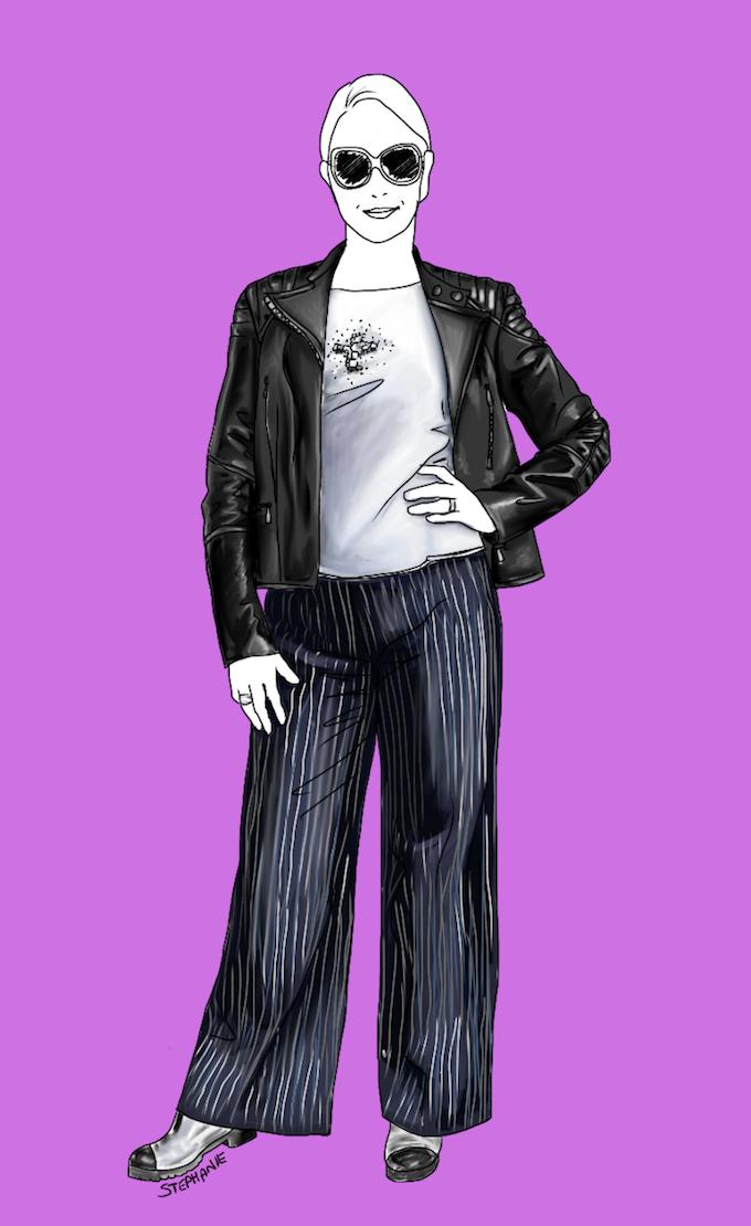 Wenn Sie einen Hosenanzug lässig kombinieren, können Sie nur die Anzughose nutzen. In diesem lässigen Outfit mit Rock-Glam-Details ist die weite Anzughose mit Streifen kaum als solche wiederzuerkennen, trägt aber zu einem modernen Stil-Mix bei.