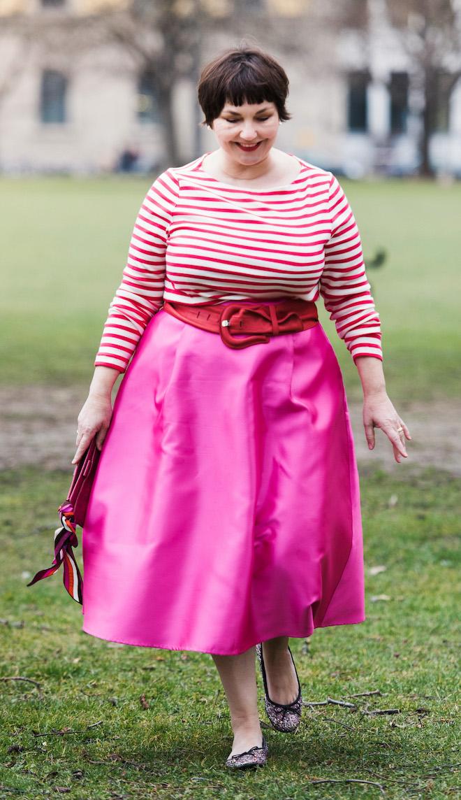 Susi mit Rock in Pink und Ringel-T-Shirt