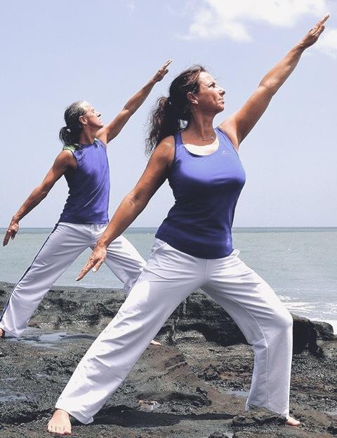Mit Atem in Energie kommen. Dao Yoga Studenten beim Üben