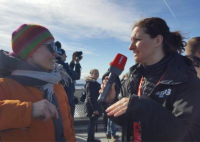 Kristin-Theis-mit-Iris-Weinmann-auf-dem-Holmenkollen-Interview-SWR3-Oslo-Krimi-Manuela-Rid
