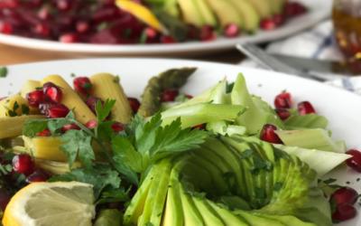 Frischen bunten Sommer-Salat mit Rhabarber