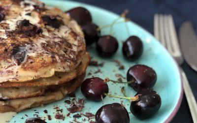 Fluffige Pancakes mit Kirschen