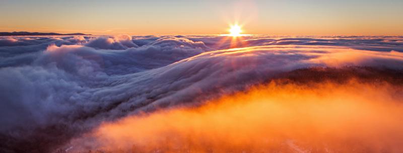 Blick über den Tellerrand, über den Wolken, Sonnenaufgang