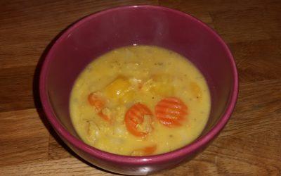 Gelbe Kokos-Suppe