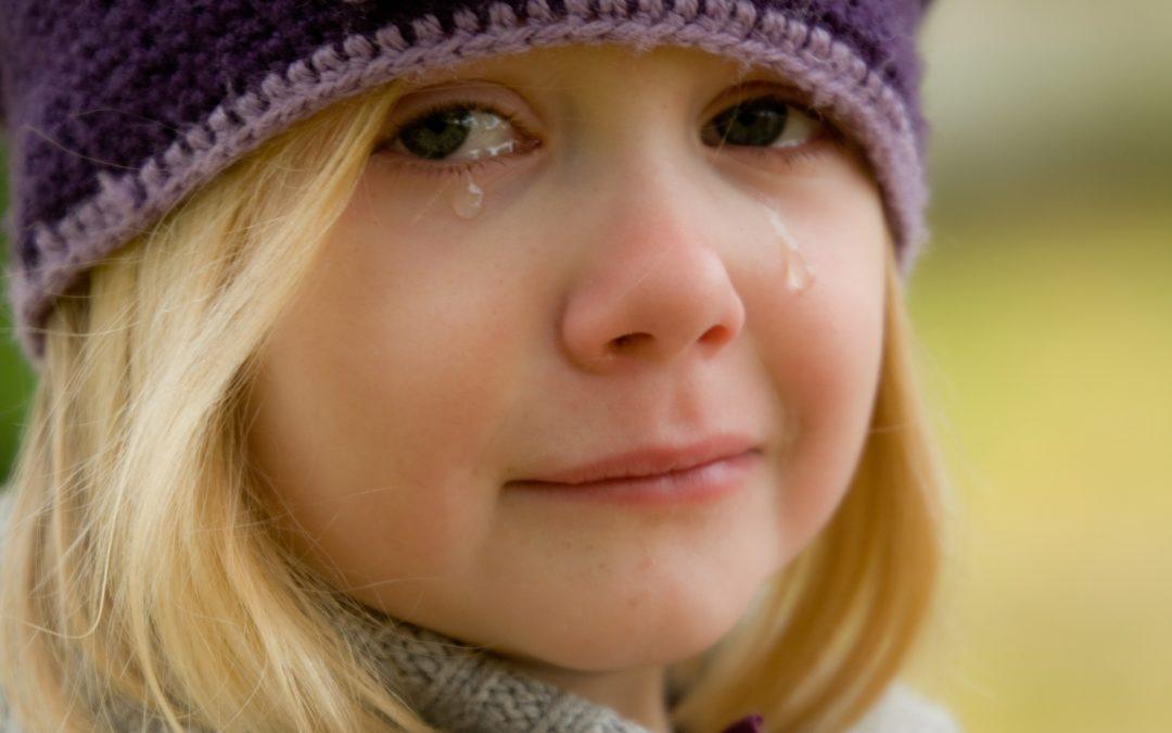 6 Gründe warum dein hochsensibles Kind grundlos weinen muss und was du als Mama oder Papa tun kannst, um dein Kind zu unterstützen