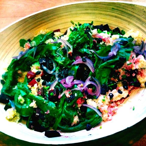 6 Geschmäcker Quinoa-Mangold-Bowl