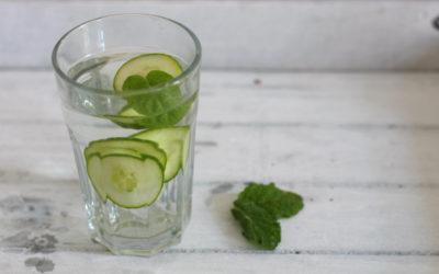 Infused Water mit Gurke Minze
