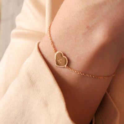 Bracelet Coeurs Perlé Sur Chaîne