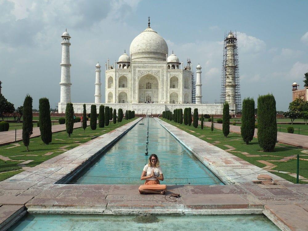 no crowds infront of the Taj Mahal