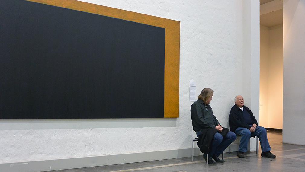 Näyttelyn kuraattori Kari Kenetti ja taiteilija Paul Osipow