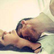 Paar hat Sex in der Wiener Auster Stellung Missionarsstellung