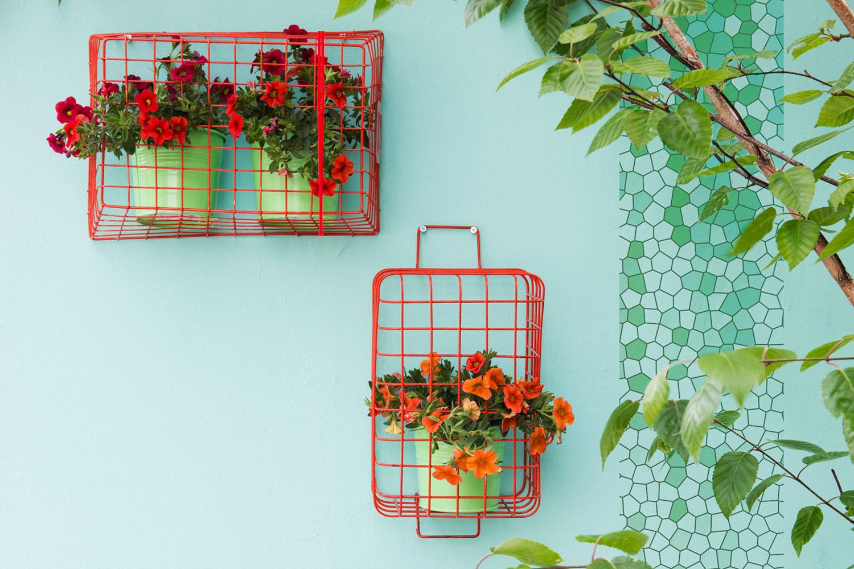 Blumendeko fahrradkorb pflanzen wanddeko balkon hauswand miss made it - Balkon wanddeko ...
