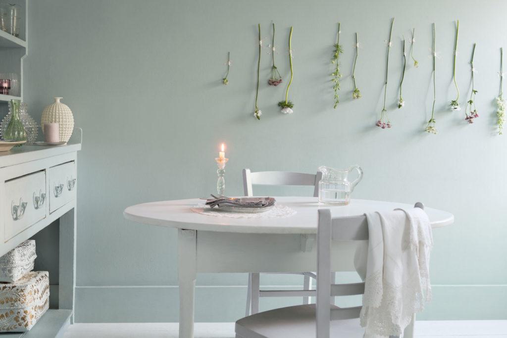 Wanddeko selber machen und Blumen an die Wand hängen
