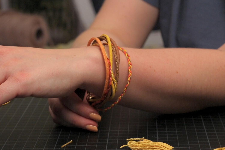 Armbänder selber machen und Lederbänder flechten