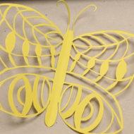 Scherenschnitt in Form eines Schmetterlings.