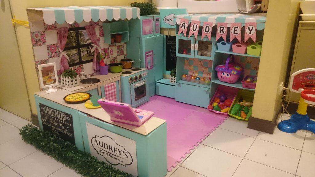 Rührend! Diese Mutter macht eine DIY Spielküche für ihre Tochter
