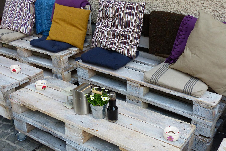 PAletten Möbel selber machen für den Garten.