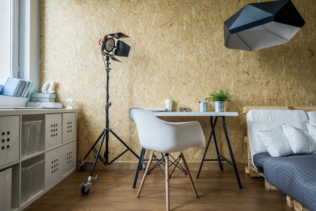 Paletten Möbel selber machen: Schlafzimmer mit einem Bett aus PAletten.