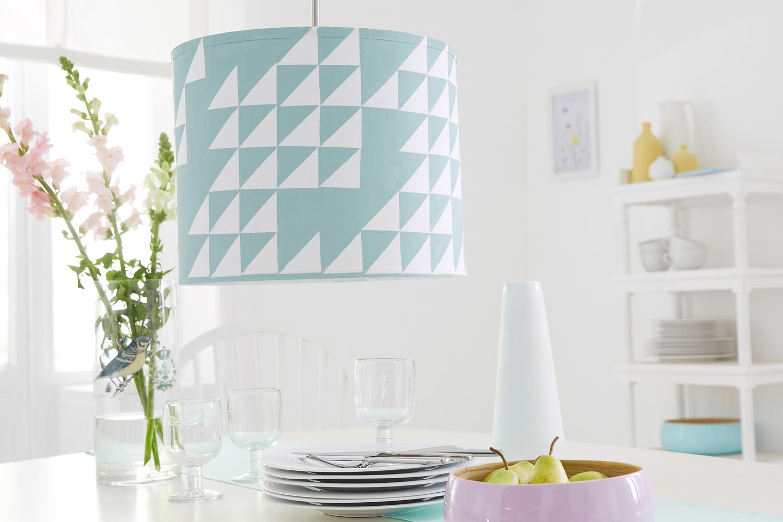 Lampenschirm aufpimpen mit Farbe.