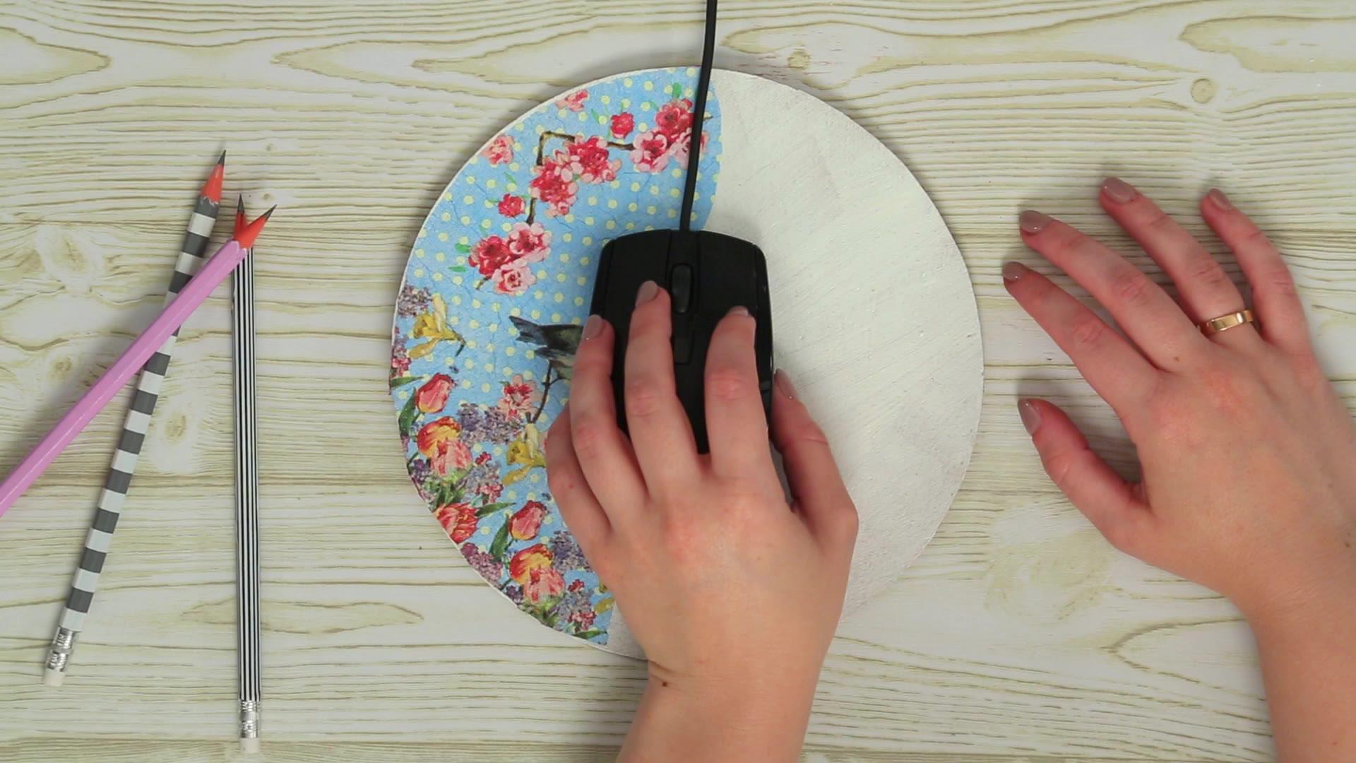 Serviettentechnik: So pimpst du dein Mousepad auf
