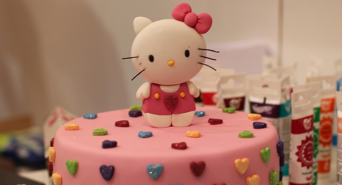Hello Kitty Torte mit Glitzer.